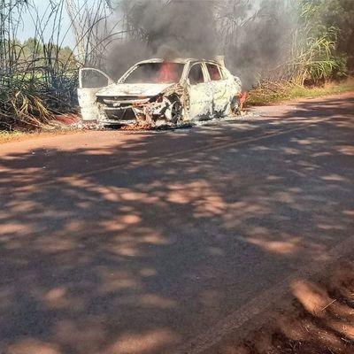 Vehículo se incendia en plena marcha en Los Cedrales