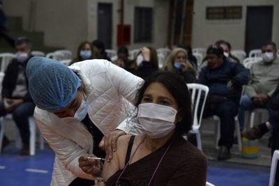 Licencia para vacunarse: Empleadores no pueden condicionar permiso