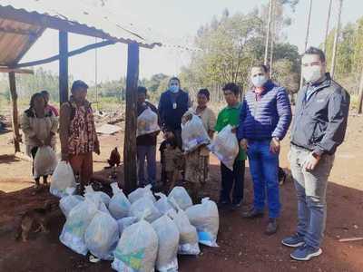 Nativos reciben asistencia de la Gobernación en Presidente Franco