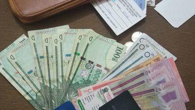Ejemplo de honestidad: Encontró billetera con platal y la devolvió