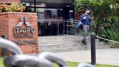 Itaipú pide a juez consultar a Corte sobre ley de acceso a la información