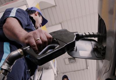 Emblemas privados aumentan G. 400 el precio de los combustibles