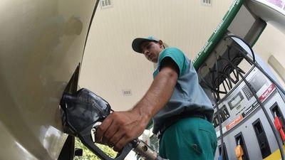 Otro golpazo: G. 400 por litro suben desde  hoy los combustibles
