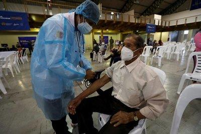 Piden aumentar el ritmo de vacunación en Ecuador ante la llegada de la variante Delta