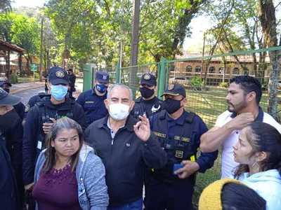 Con airada manifestación frente a la Comuna de CDE, exigen fin de desalojos en la finca 66