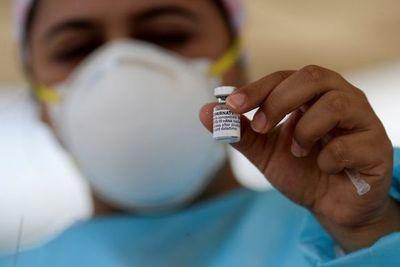 La FDA y los CDC confirmaron que las personas que fueron completamente vacunadas contra el COVID-19 no necesitarán una dosis de refuerzo