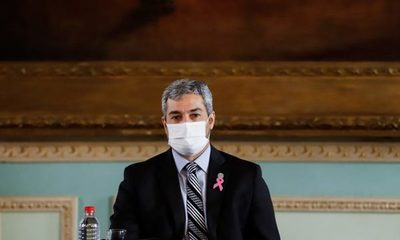 Abdo Benítez suspende actividades para viajar a Miami