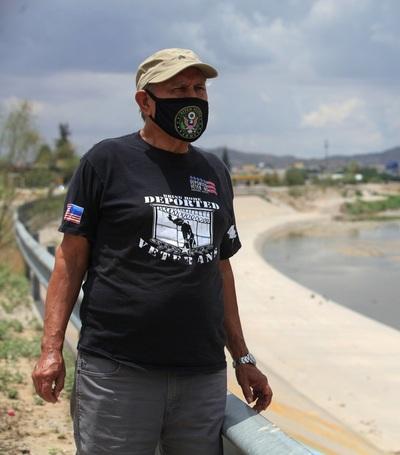 Veteranos de guerra mexicanos deportados esperan regresar a EE.UU. con Biden