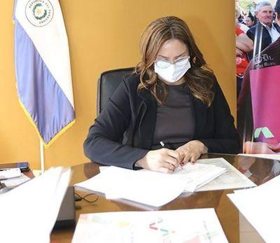 INDERT adjudicó 231 lotes a campesinos de Canindeyú y Alto Paraná