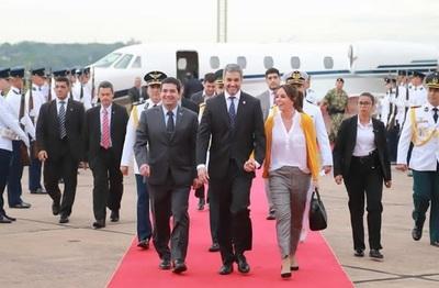 Presidente Abdo comunicó al Congreso de ausencia y ya está rumbo a Miami