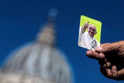 """Los análisis del papa son """"satisfactorios"""" y sigue con el tratamiento"""