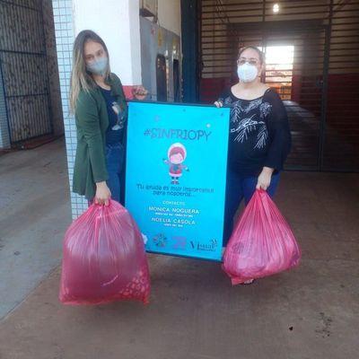 Dos valientes mujeres se unen para llevar abrigos y alimentos a personas de escasos recursos del Chaco