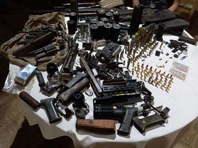 Allanan vivienda e incautaron cartuchos y accesorios para armas de fuego
