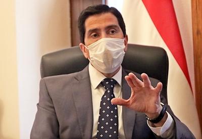 Ministro reprocha cláusulas leoninas y afirma que la paciencia con Covax tiene un límite
