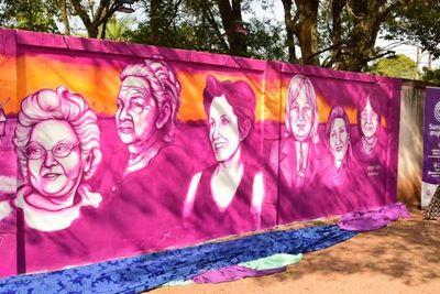Inauguran mural en homenaje a mujeres líderes de Misiones
