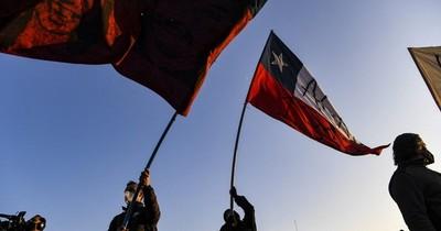La Nación / La profunda división política y social de los chilenos, ensombrece el futuro del país