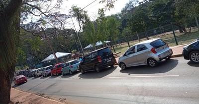 La Nación / En Ciudad del Este ya empezaron a hacer fila para vacunación del lunes