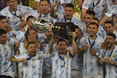 Messi gana su primer título con la selección mayor de Argentina