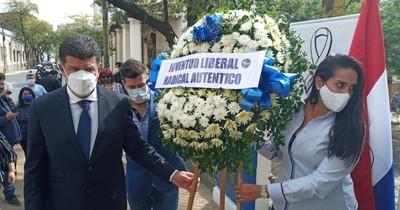 La Nación / Aniversario, en medio de crisis interna y con el titular imputado