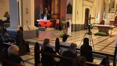 Misa réquiem: Rezan  por los fallecidos a causa del Covid