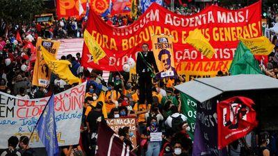 Bolsonaro niega corrupción ante sondeo con apoyo  a su destitución