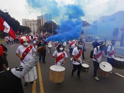 Perú: seguidores de Keiko Fujimori pidieron transparencia en la revisión de las actas electorales