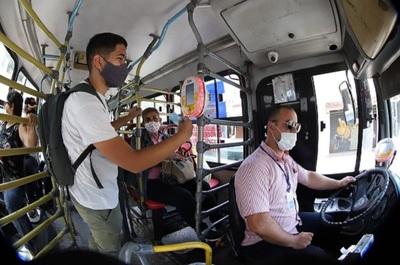 """Gobierno no subirá el pasaje del transporte público """"de momento"""""""