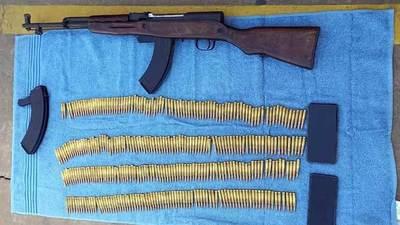 Imputados dos militares por intentar vender un fusil