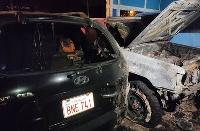 Incendio en playa de vehículos usados de Ñemby