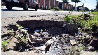 La eterna epidemia de baches sigue azotando las calles de San Lorenzo