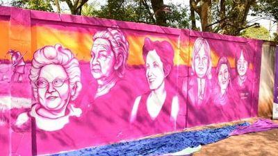 Inauguran mural en homenaje a  luchadoras de Misiones