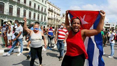 Una inédita ola de protestas recorre Cuba al grito de ¡libertad!