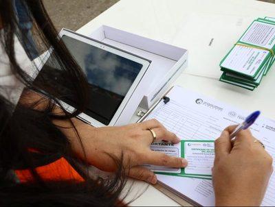 Más de 82.000 trabajadores esenciales están registrados para recibir las vacunas · Radio Monumental 1080 AM