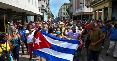 La Nación / El gobierno cubano enfrenta protestas de descontento popular sin precedentes