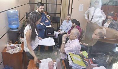 RGD y su hijo insisten en levantamiento de embargo para pagar deuda a Tributación