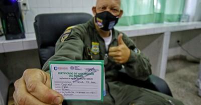 La Nación / Vocero de las Fuerzas Armadas destaca vacunación de 8.000 efectivos militares