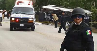 La Nación / Accidente de autobús deja al menos 18 muertos en Bolivia