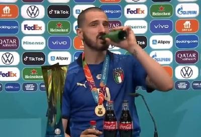 Bonucci consumió Coca y cerveza en conferencia de prensa
