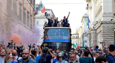 Una multitud recibe a la campeona de Europa