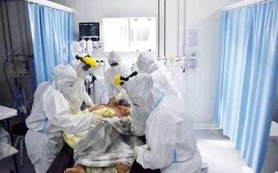 """Mientras hay un """"respiro"""" en los hospitales, analizan vuelta del """"aliento"""" en las canchas"""