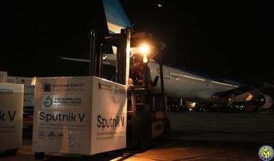 Paraguay recibió 100.000 dosis más de vacuna Sputnik V •