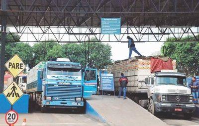 Paro de funcionarios brasileños genera pérdidas para comercio entre Paraguay y Brasil