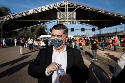 """Vacunación antiCOVID: ministro de Salud pidió disculpas por """"celebración"""""""