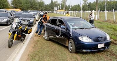 La Nación / Ex-Aratiri: ruegan a automovilistas a no tapar garajes y no adelantarse en la fila