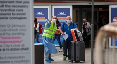 Argentina denuncia a pasajero con variante delta que incumplió la cuarentena