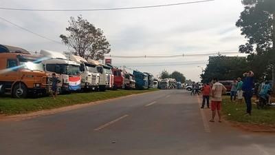 Camioneros en PARO en protesta por aumento de COMBUSTIBLE