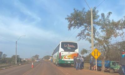 Hombre fallece tras ser atropellado por ómnibus en Coronel Oviedo