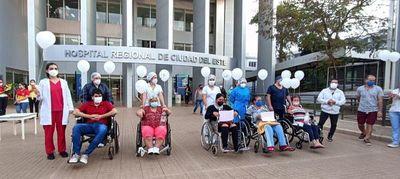 Covid: Once pacientes salen de alta en un día