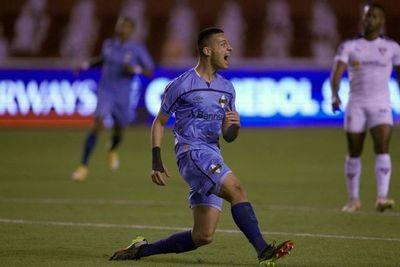 Léo Pereira le da la victoria a Gremio en su visita a la Liga de Quito