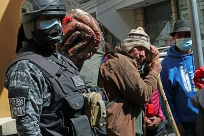Boliviano llega a La Paz tras caminar 65 días para devolución de sus aportes
